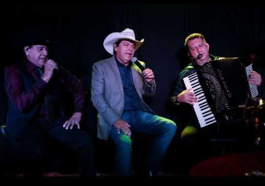 Completando 40 anos, Trio Parada Dura lança DVD