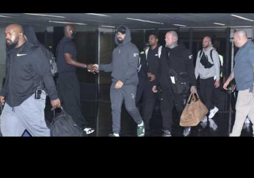 """Drake chega ao Brasil em avi�o de R$ 400 milh�es: """"Ganhar uma grana"""""""