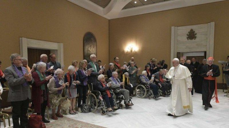 Resultado de imagem para Papa recebe no Vaticano coral de pessoas com doença de Alzheimer